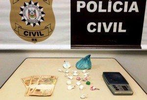 Suspeito tentou jogar a droga na calha da moradia mas foi flagrado