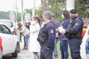Profissionais da área da saúde, voluntários, acompanharam a ação para evitar aglomerações em  locais de lazer de Pelotas
